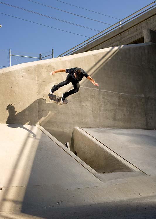Kick flip Wall ride 1